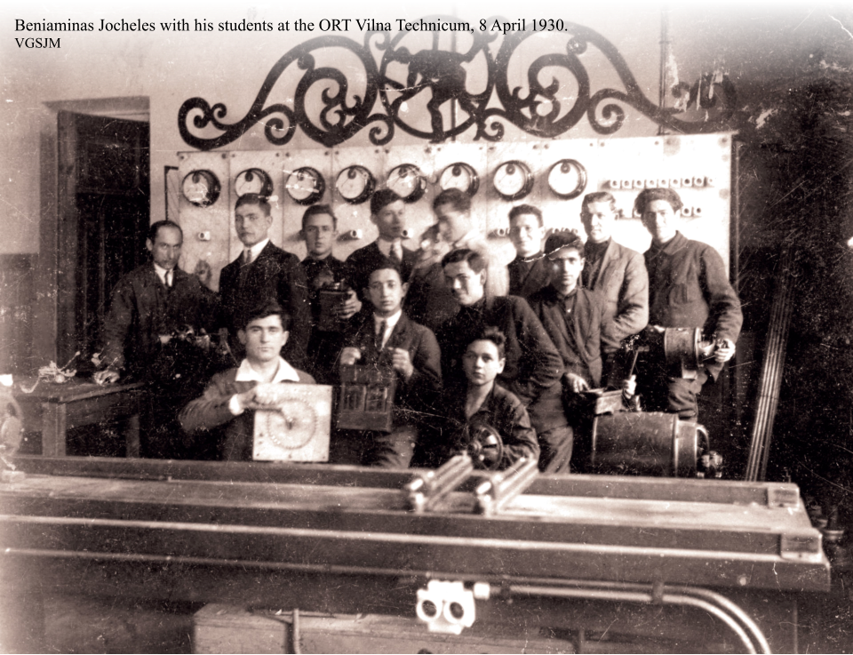 Beniaminas Jocheles with his students at the ORT Vilna Technicum, 8 April 1930.  VGSJM