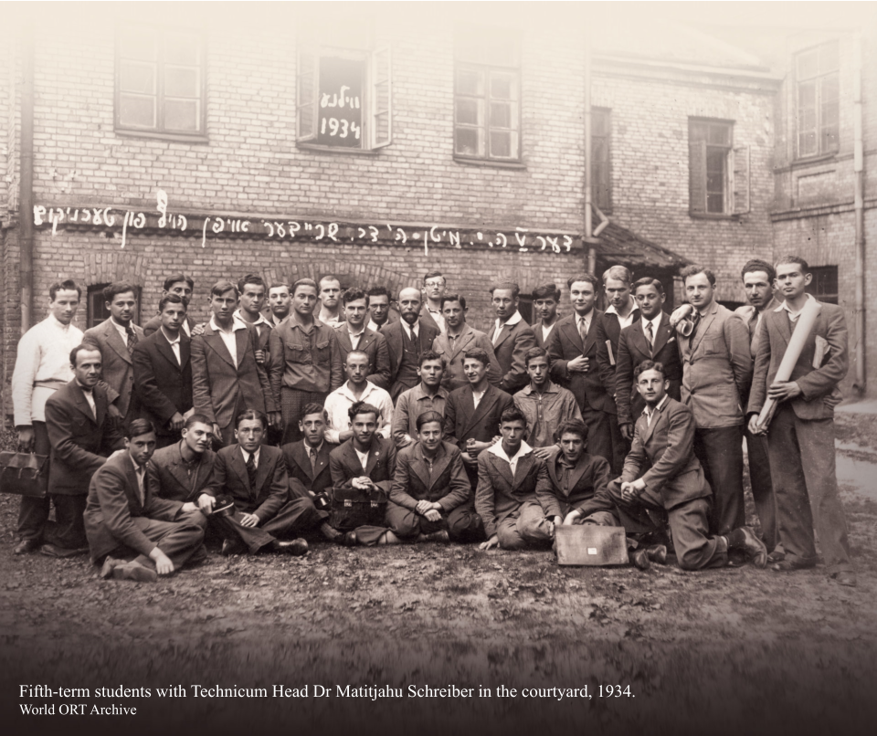 Fifth-term students with Technicum Head Dr Matitjahu Schreiber in the courtyard, 1934.  World ORT Archive
